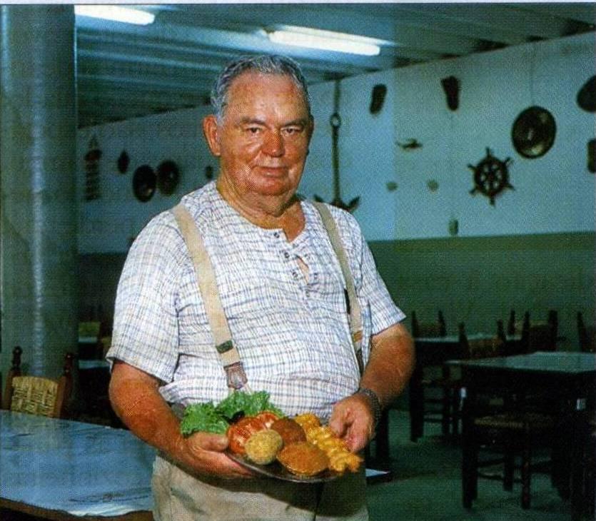 Sr. Victor com suas porções com frutos do mar. Foto: arquivo.
