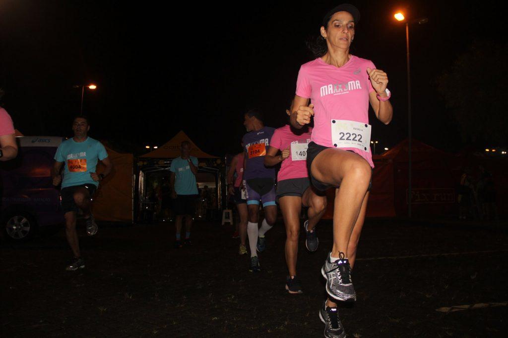 Equipe da Maxxyma participando de corrida noturna. Foto: Facebook Maxxyma