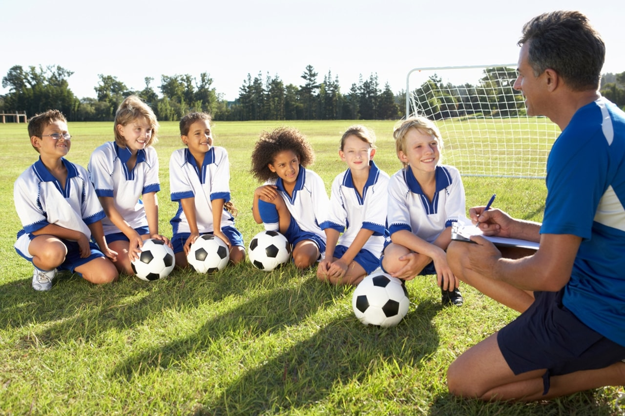 Escolinha de Futebol Gratuita em Curitiba  377a2442daea1