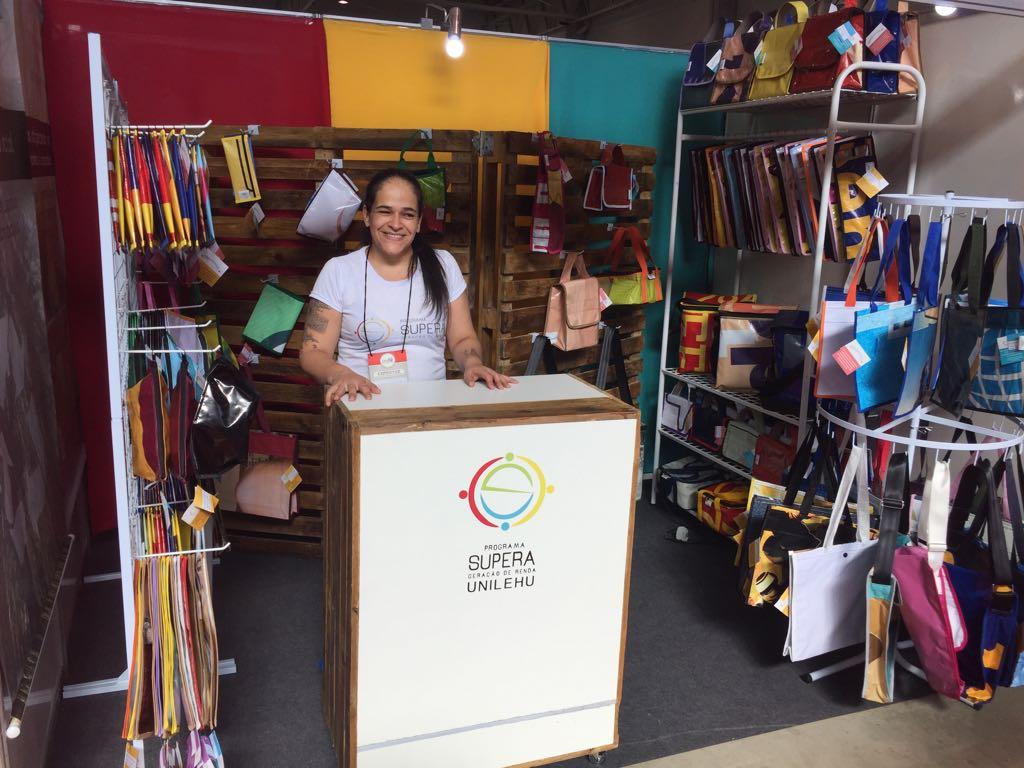 Os produtos também são levados a feiras. Foto: Unilehu