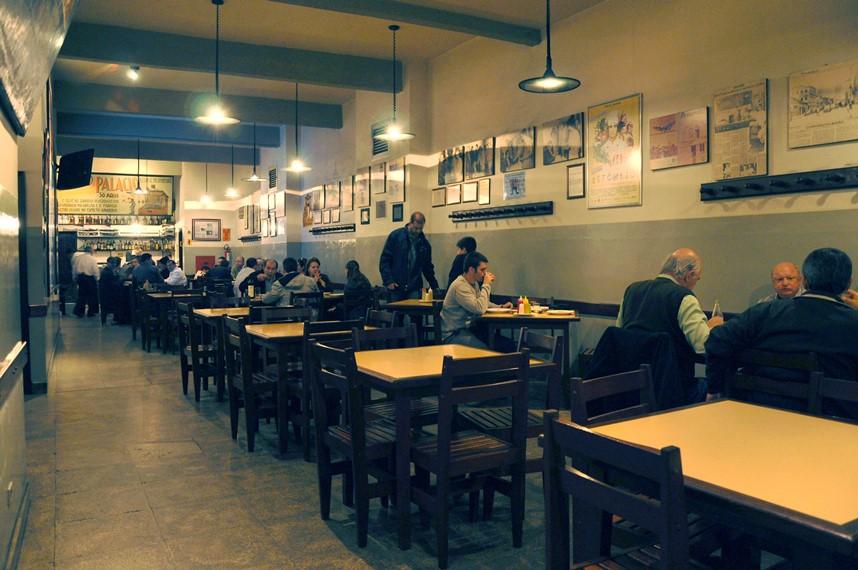 O antigo e o novo se confundem no Bar Palácio. Foto: Carolina Corção.