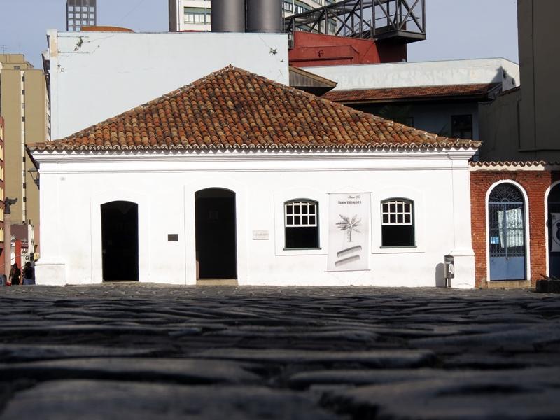Um dos últimos exemplares da arquitetura portuguesa em Curitiba. Foto: Rede Empresarial do Centro Histórico.
