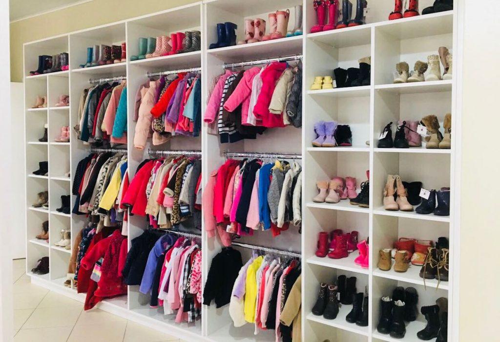 Tudo setorizado e super bem organizado para você se encontrar nas 14 salas da Dona Joaninha. Foto: Divulgação.