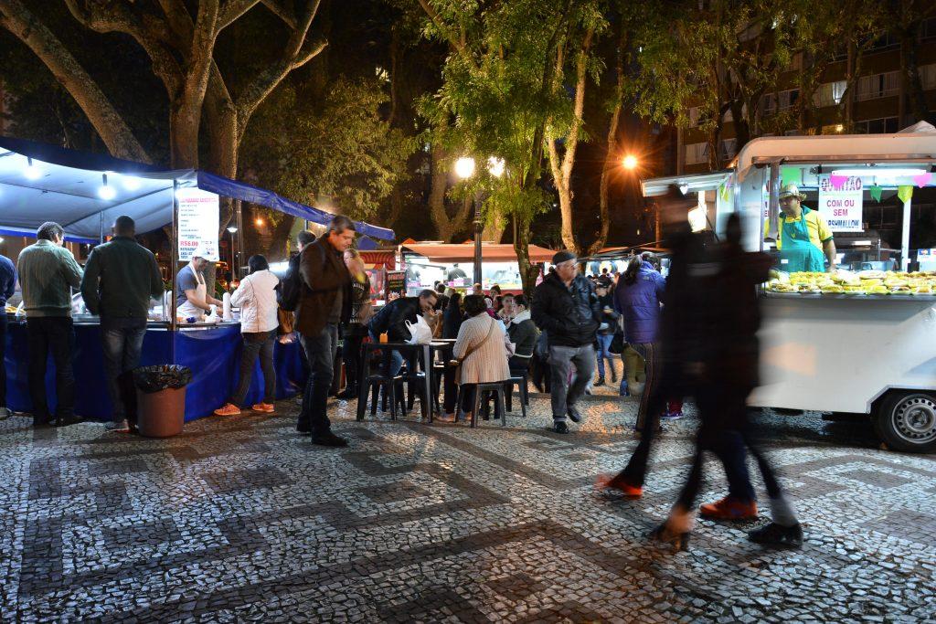 A feira gastronômica da Praça da Ucrânia atrai milhares de pessoas por mês. Foto: Levy Ferreira/SMCS]