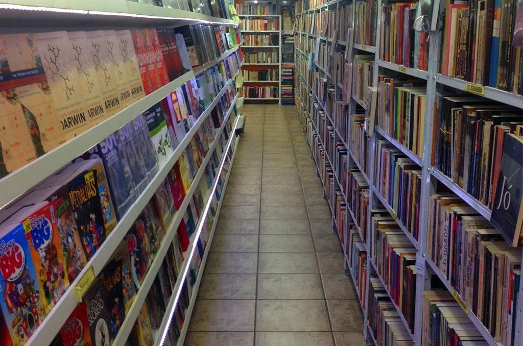 Muitos livros. E pra todas as áreas! Foto: Site do Sebo Kapricho