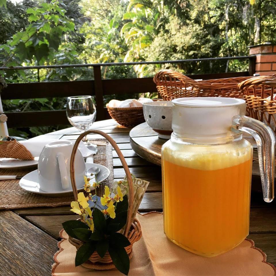 Que tal tomar café da manhã em meio à natureza? Foto: Pousada Graciosa.