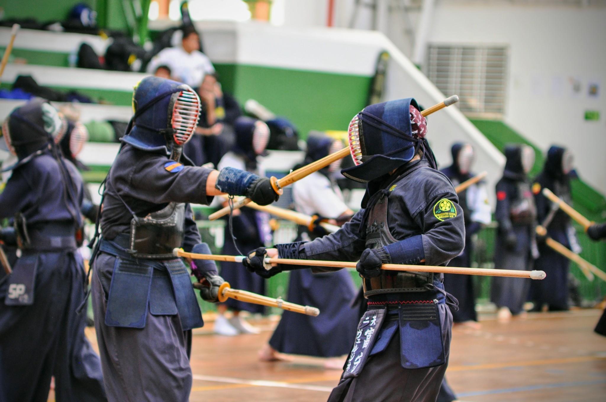 Prática de Kendo com espadas de bambu.Foto: Divulgação Instituto Niten